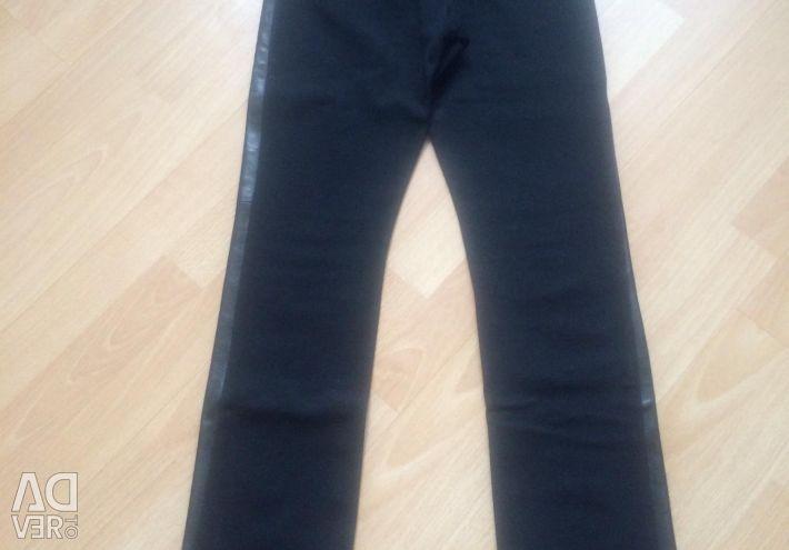Pantaloni din piele