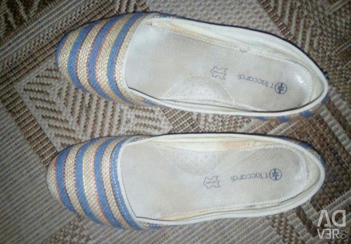 Shoes, moccasins