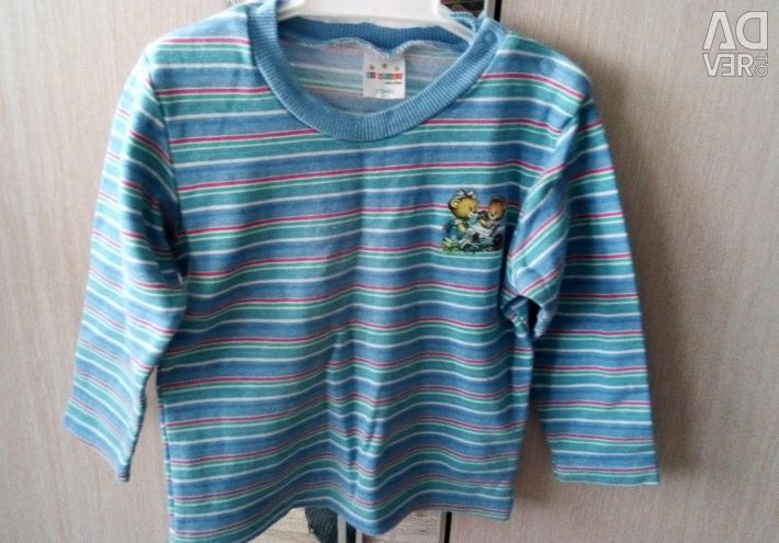 Turtleneck for a boy of 2-3 years.