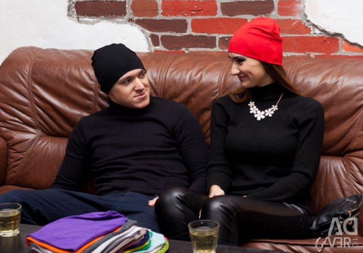 Роскошная шапочка на осень красного цвета №17