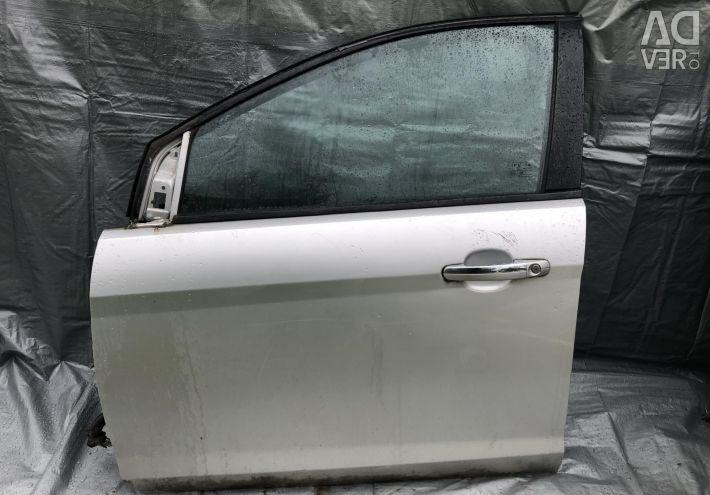 Двері передня ліва водія Форд Фокус 2 рест