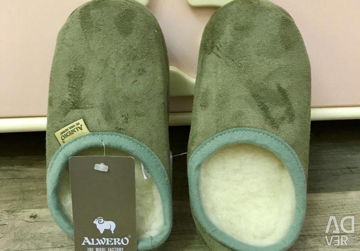 Papuci Alwero lână nouă