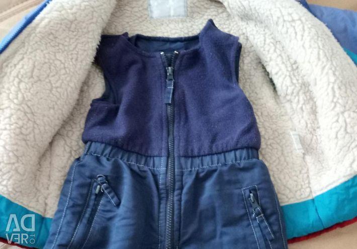 Jacheta de iarnă cu pantaloni pentru un băiat