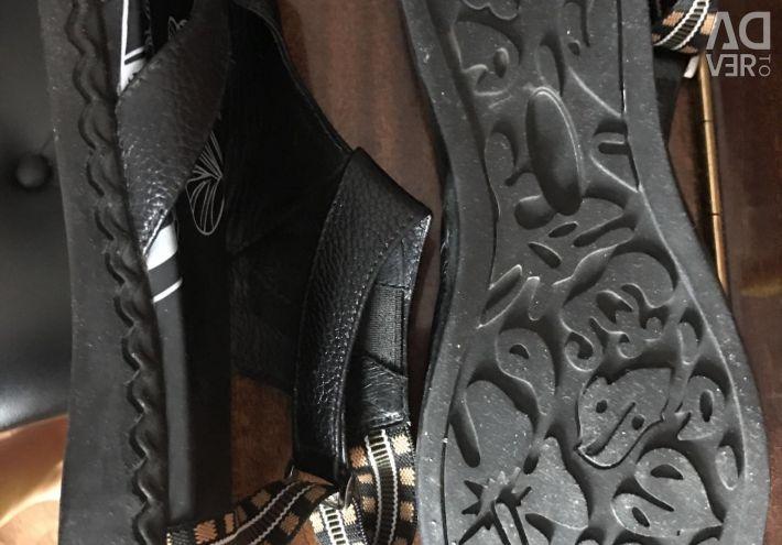 Sandale fără tocuri