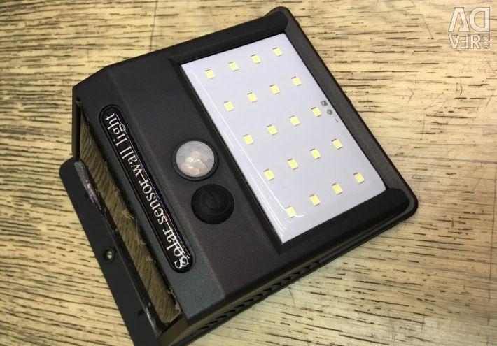 Lanternă cu senzor de mișcare