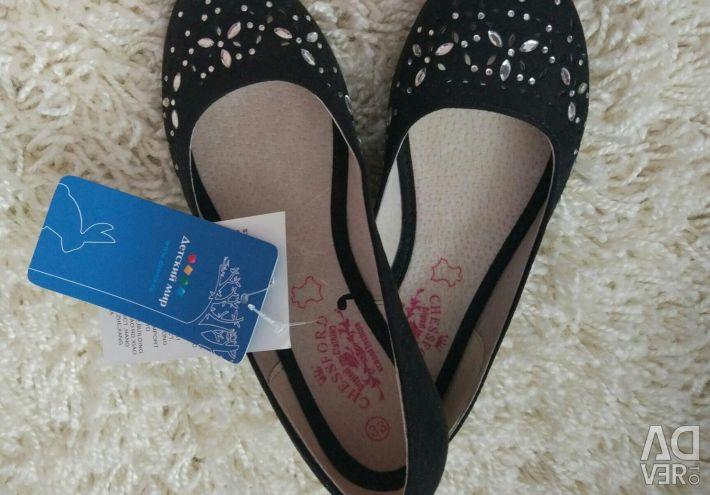 Yeni deri bale ayakkabıları
