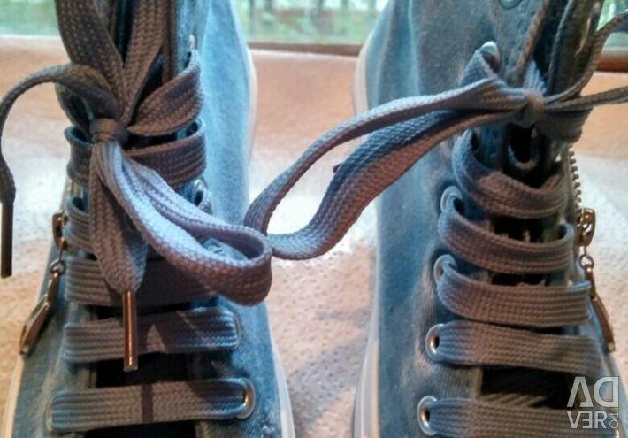??New, denim sneakers