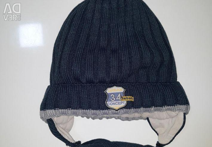 A winter hat.