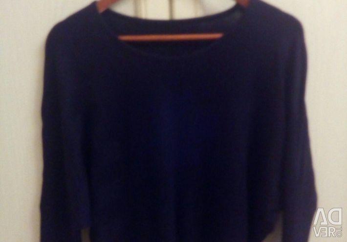Sweatshirts.