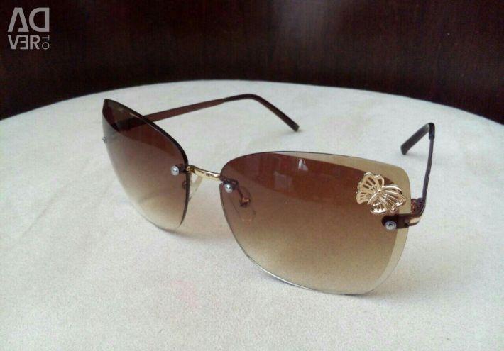 Sun-protective new glasses.