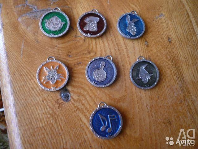 Medallions, folder, album