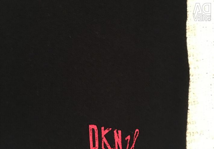 DKNY jumper pentru o fată de 4 ani