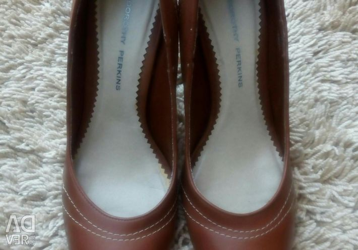 Dorothy Perkins shoes. (Exchange is possible).