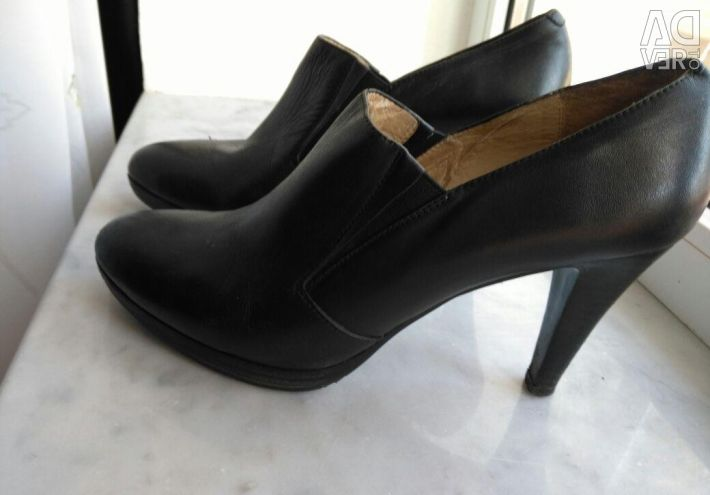 Shoes, leather