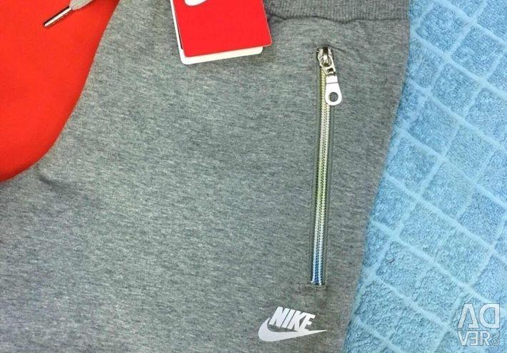 Tricouri Nike, noi