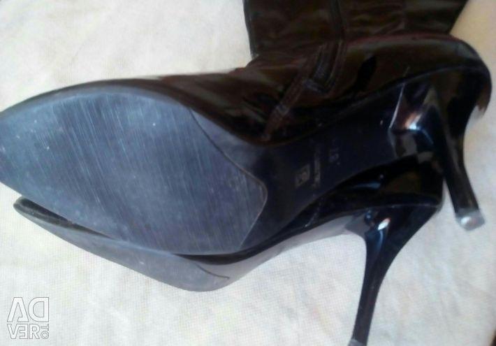 Varnish boots