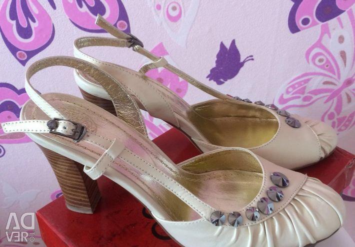 Продаю туфлі жіночі