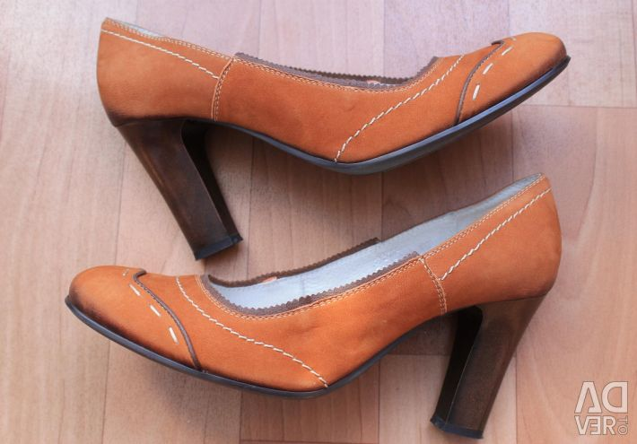 New shoes, nat. leather, 39 p.