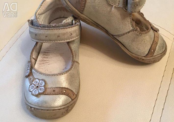 Romanian shoes of the Italian brand Primigi