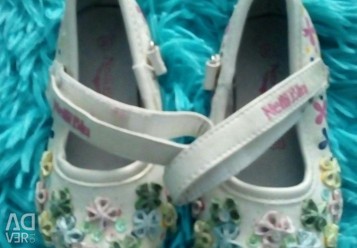 Selling sandals 21 size