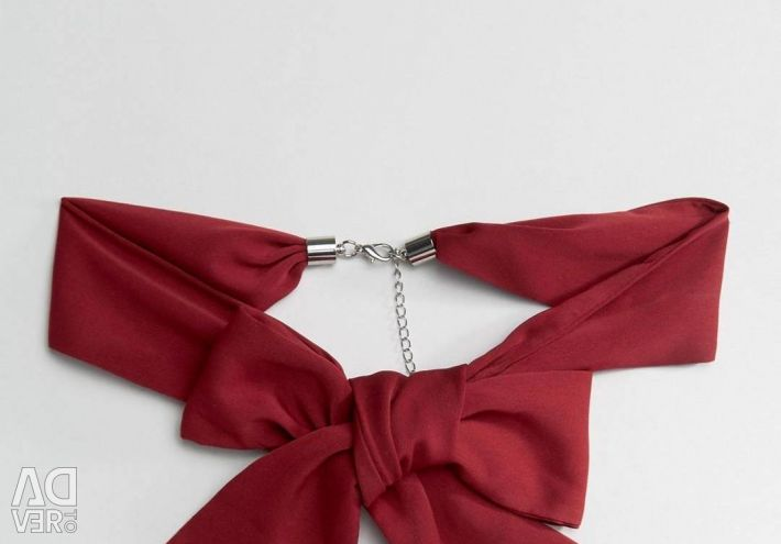 Decoration on the neck / bow
