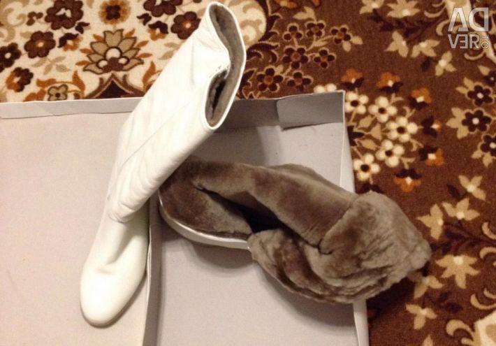Νέες χειμωνιάτικες μπότες r 38 natural leather.