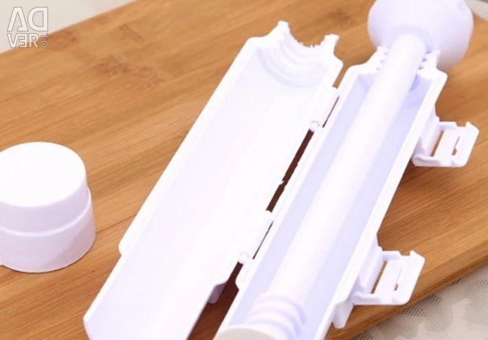 Syringe for making rolls