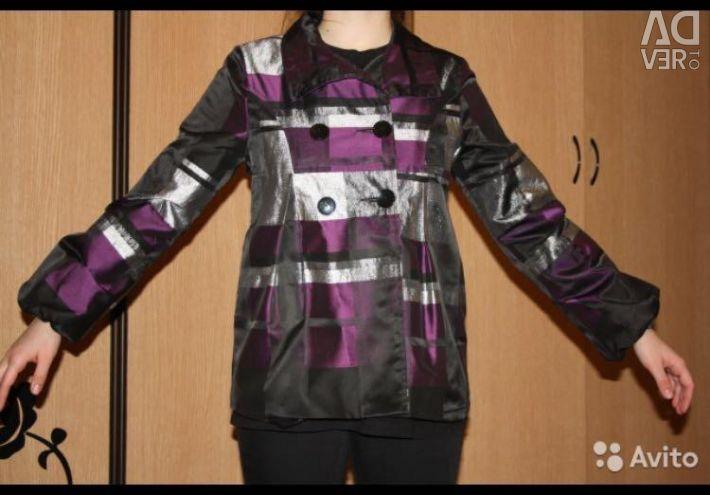 Jachetă scurtă pentru o fată