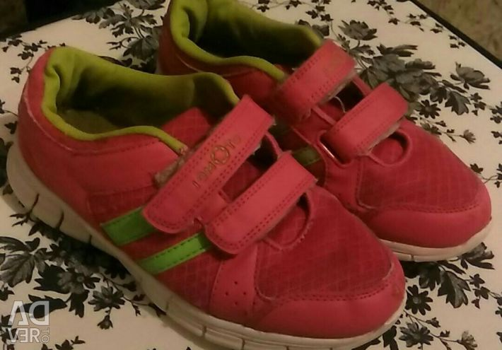 Sneakers for girl 34 size
