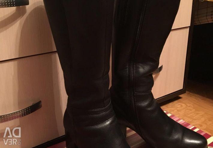 Γυναικείες μπότες από φυσική γούνα και δέρμα