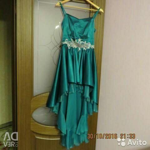 Rochia este elegantă.