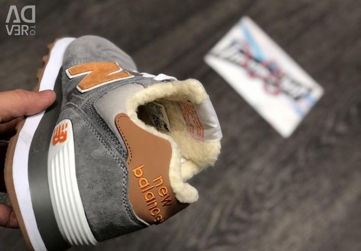Νέα αθλητικά παπούτσια με γούνα New Balance Black Friday