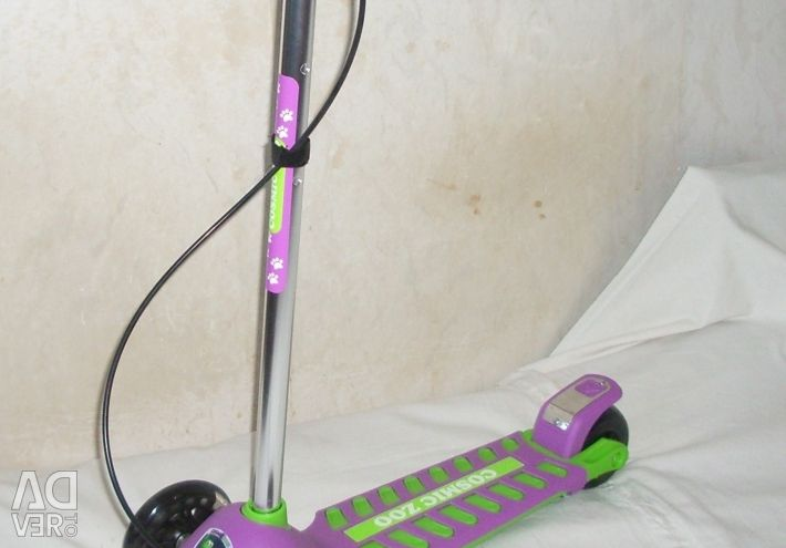 Cosmic Zoo Galaxy Maxi three-wheeled scooter with light
