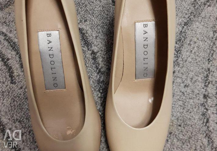Τα παπούτσια είναι καινούργια.