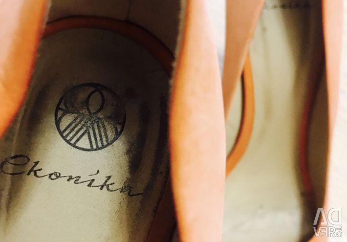 Κομψά παπούτσια ECONIKA