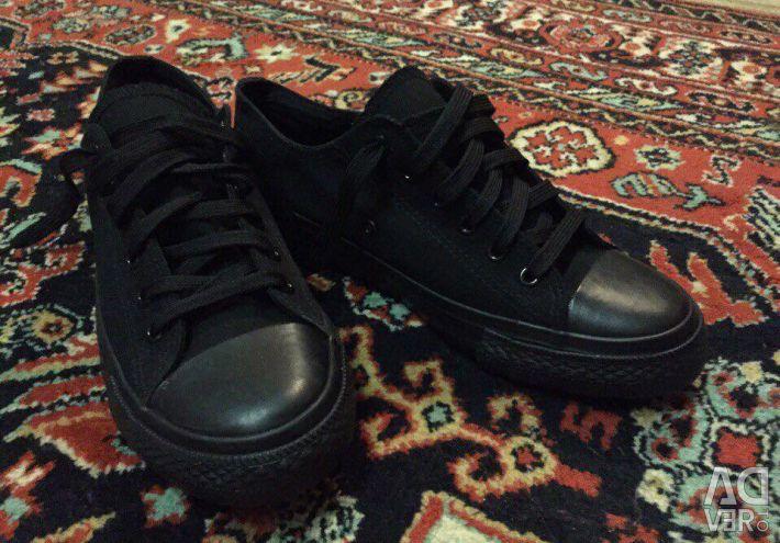 Μαύρα πάνινα παπούτσια unisex μεγέθους 37/38/39 (νέο)