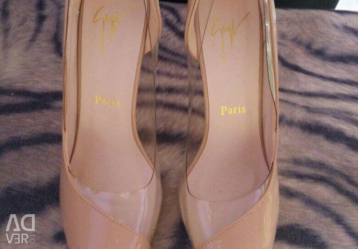 Παπούτσια Νέα, Σκάφη