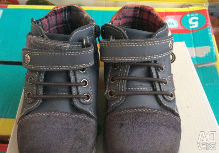 Second-hand children's shoes in a good shape
