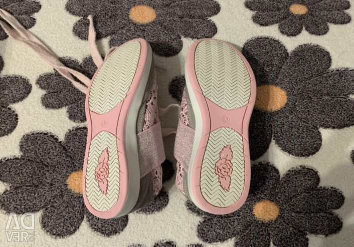 Selling summer sneakers lelli kelly