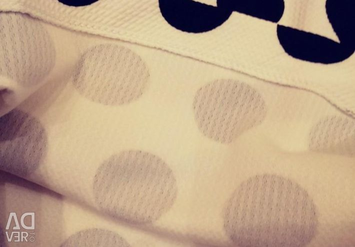 Blouse polka dots.