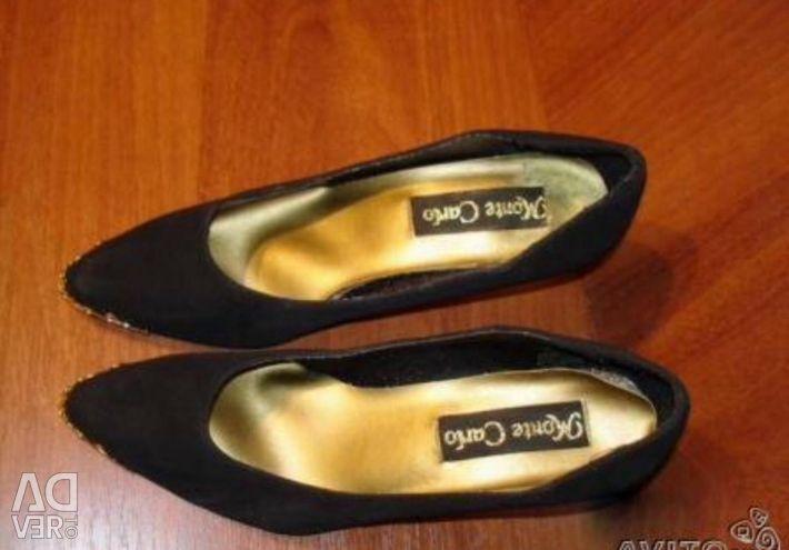 Pantofi pe drumul afară. piele de căprioară. p 37-37,5. cu decorare