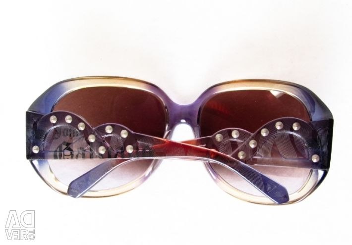 Bright glasses from the brand Galliano
