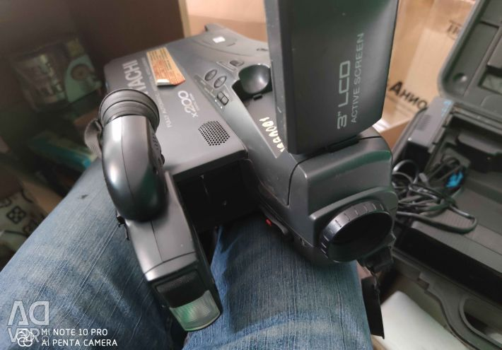 Відеокамера Hitachi VM-8480LE  Фоpмaт зaпісі: VНS