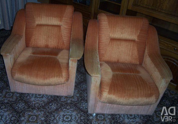 Два м'які крісла з румунського гарнітура