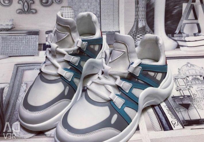 Новые женские кроссовки Louis Vuitton