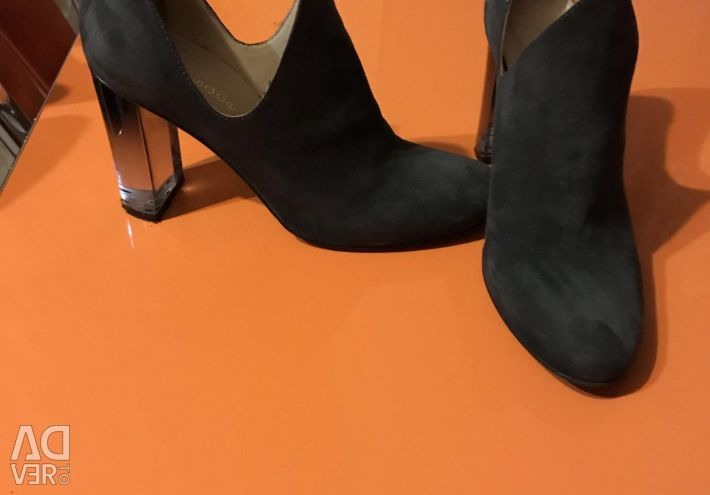 Chic Shoes, Italia