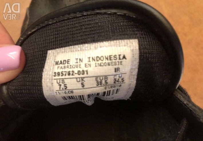 Sneakers Nike leather. The original 38-38,5