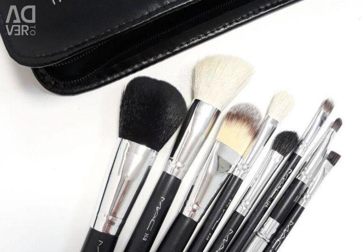 Набор кистей для макияжа новый в чехле