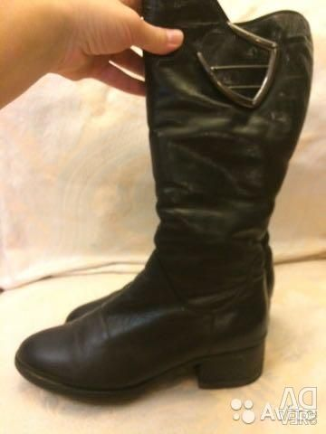 Leather winter boots on a mutton with a buckle