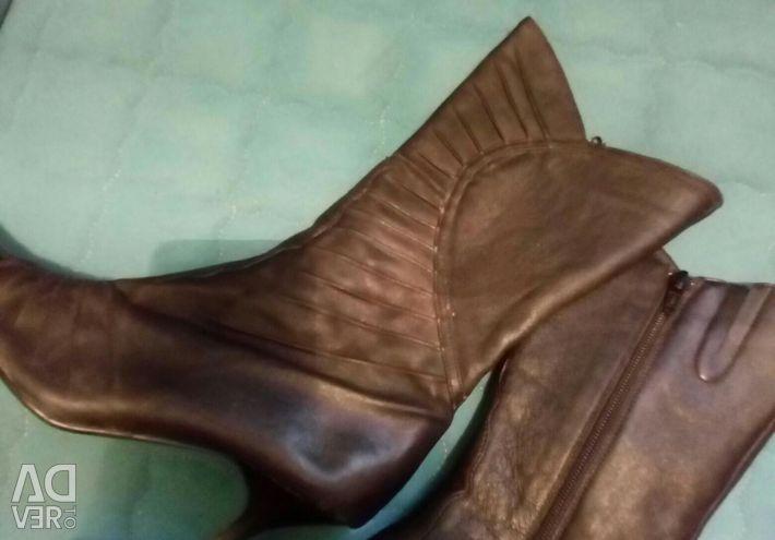 Жіночі чобітки зі шкіри на осінь і весну